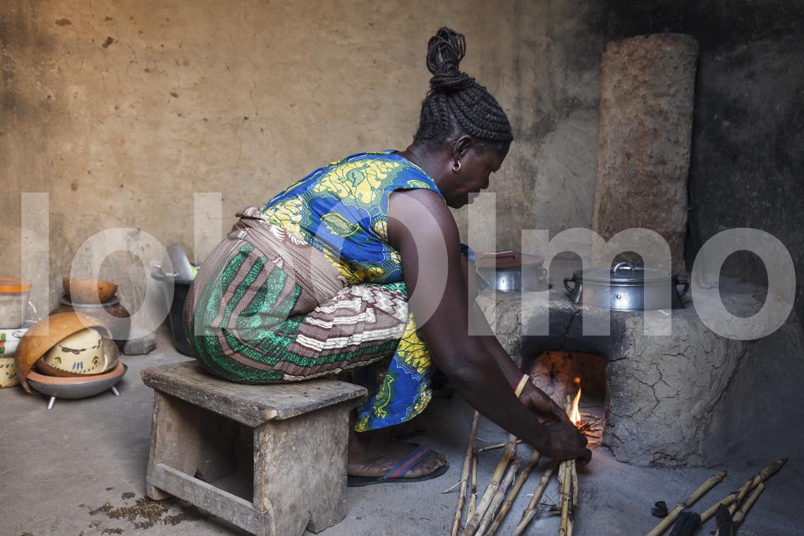 Korbflechterin in Bolgatanga