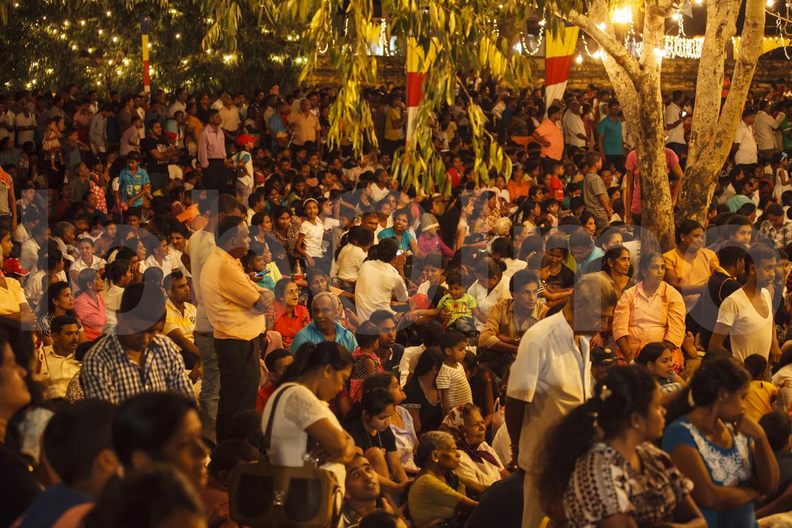 Zuschauer bei der Esala Perahera